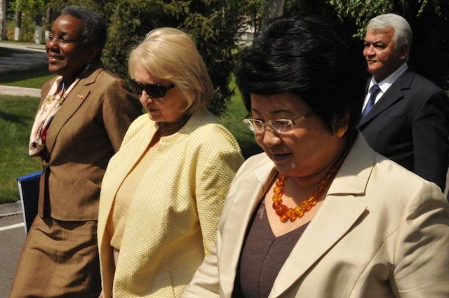 Ambassadors Spratlen and Verveer Walk With Kyrgyz Republic President Otunbayeva