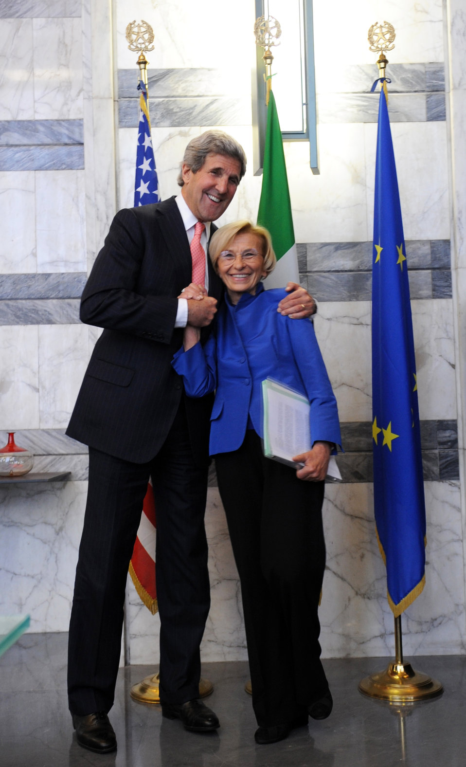 Secretary Kerry and Italian Foreign Minister Bonino Pose for a Photo