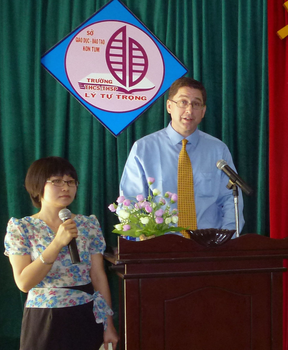 USAID Office of Health Director Jonathan Ross speaks at an eyeglass handover ceremony in Kon Tum