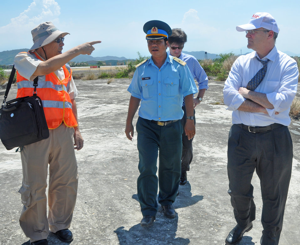 USAID Deputy Administrator Donald Steinberg and delegation visit Danang Airport.