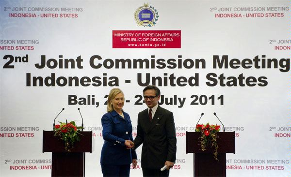 Secretary Clinton and Indonesian Foreign Minister Natalegawa Address Reporters