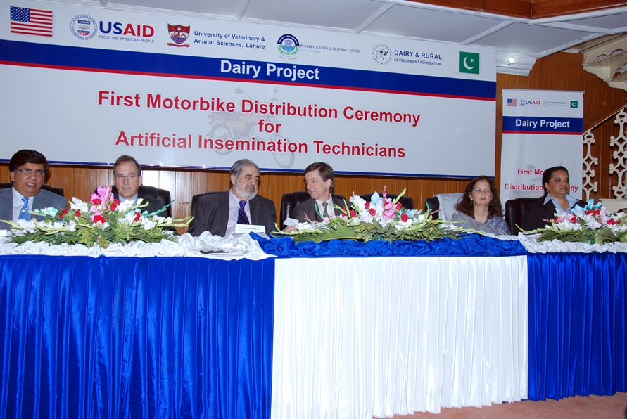 Distinguished guests at the motrocycle distribution ceremony
