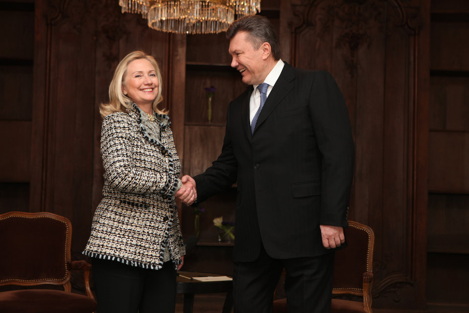 Secretary Clinton Meets With Ukrainian President Yanukovych
