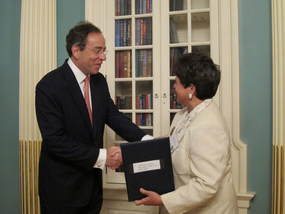 Deputy Secretary Nides Presents an Expeditionary Diplomacy Award to Foreign Service Officer Barbara Ann Bootes
