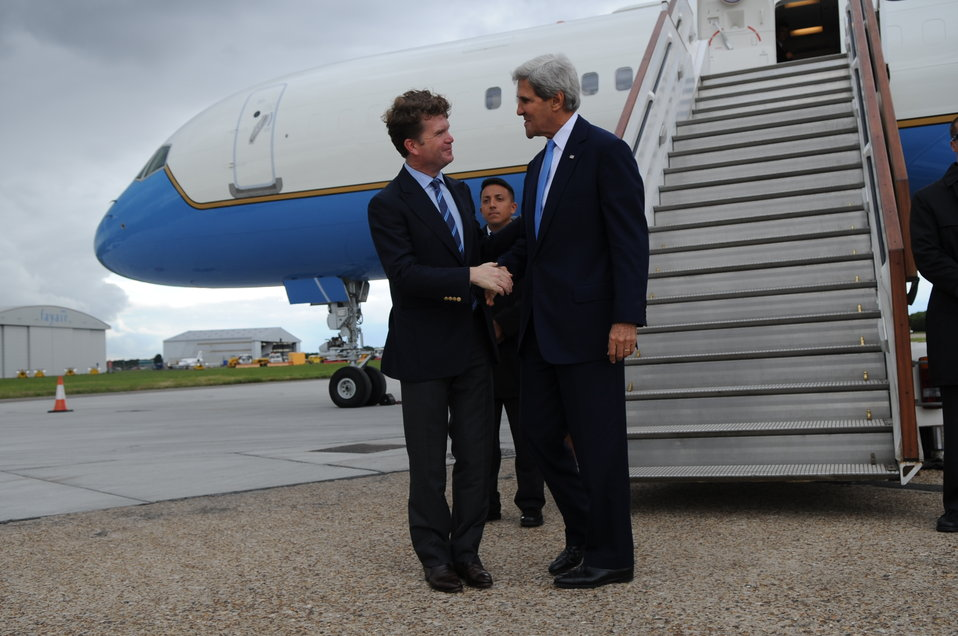 Ambassador Barzun Greets Secretary Kerry Upon His Arrival in London