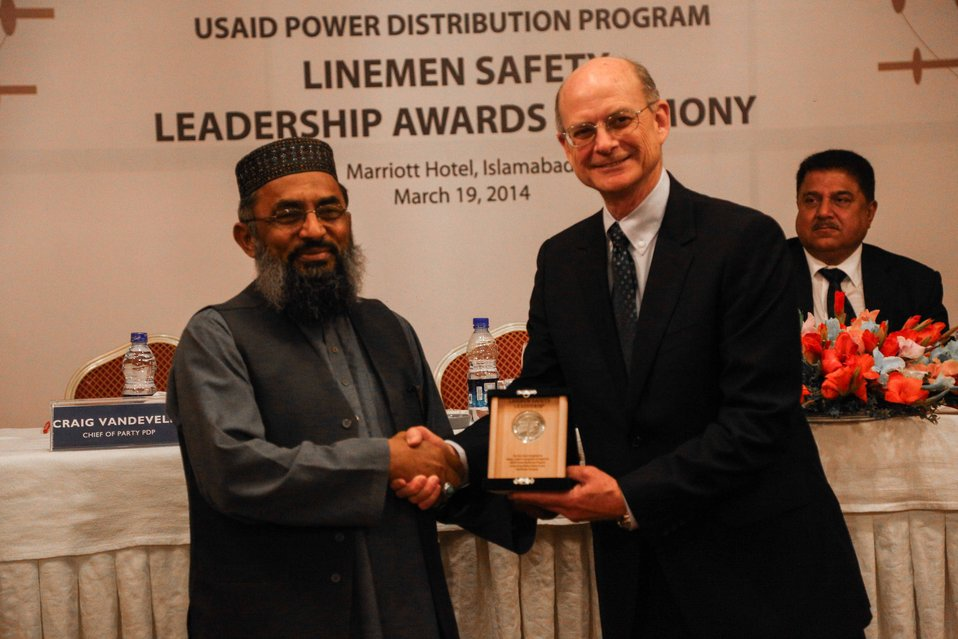 Syed Shafqat Hussain Receiving an Award from USAID Energy Office Director Michael Curtis.