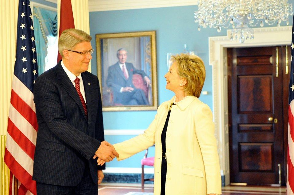 Secretary Clinton Meets With Latvian President