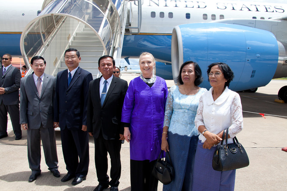 Secretary Clinton Arrives in Siem Reap