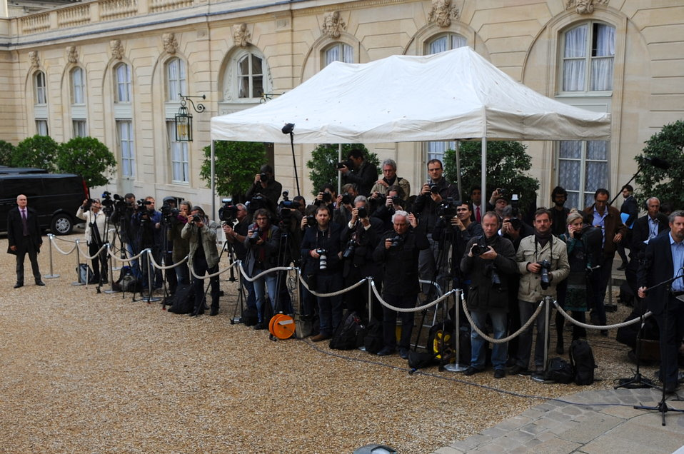 Photographers Await Secretary Kerry, Other P3 Ministers To Emerge From Elysee Palace