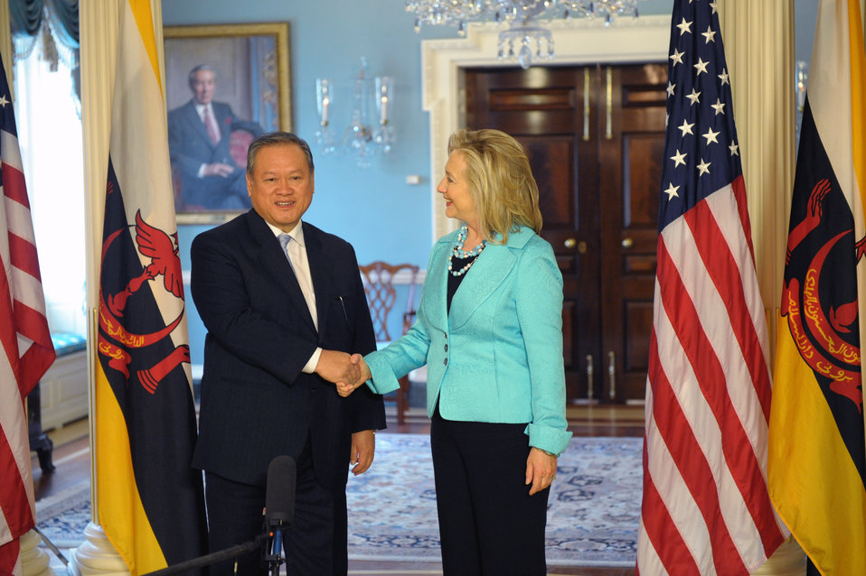Secretary Clinton Meets With Brunei Darussalam Foreign Affairs and Trade Minister and II Pehin Dato Lim Jock Seng