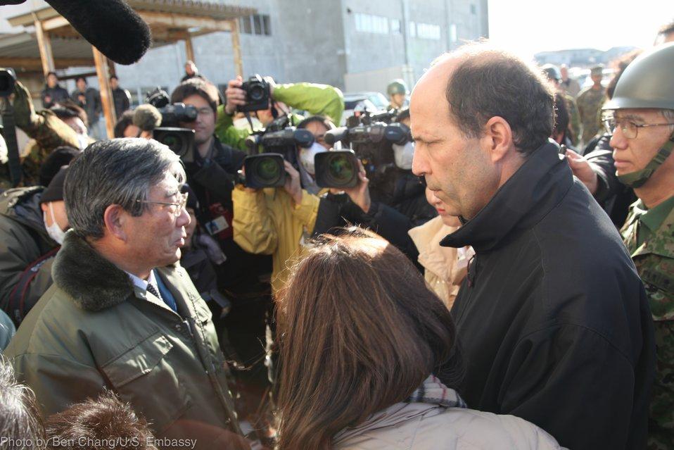 Ambassador Roos Discusses Relief Efforts With Ishinomaki Mayor Hiroshi Kameyama