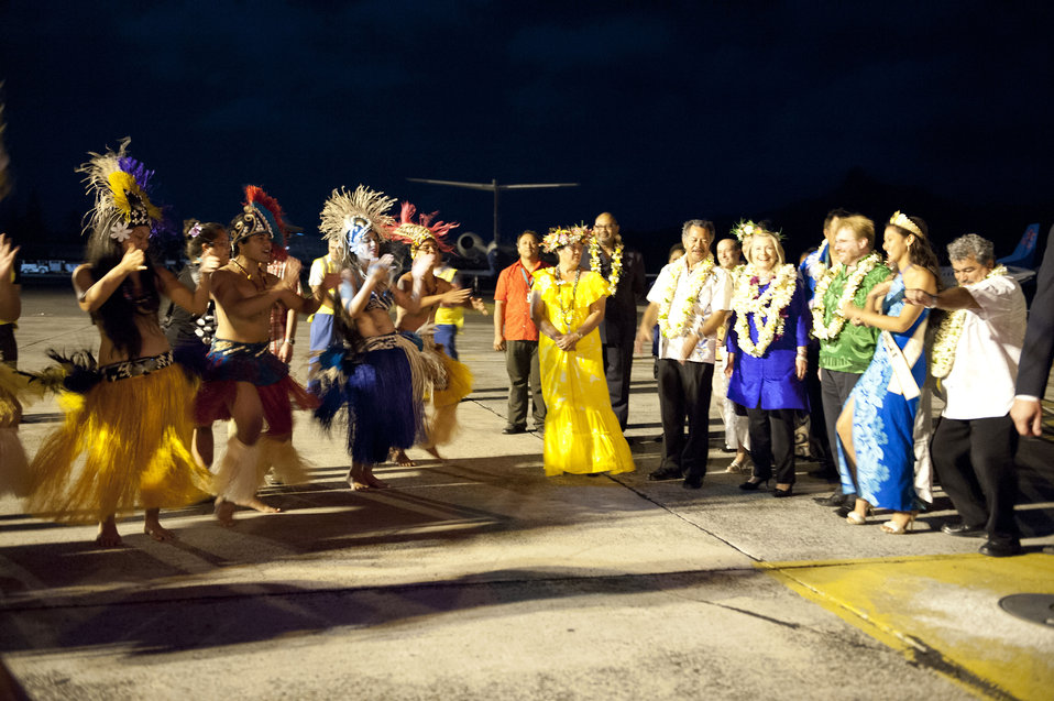 Secretary Clinton Welcomed to the Cook Islands