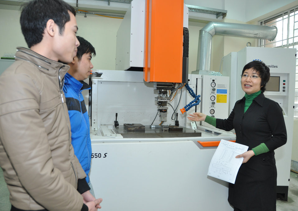 HEEAP faculty participant Dr.Nguyen Thi Hong Minh at the Hanoi University of Science and Technology (HUST)