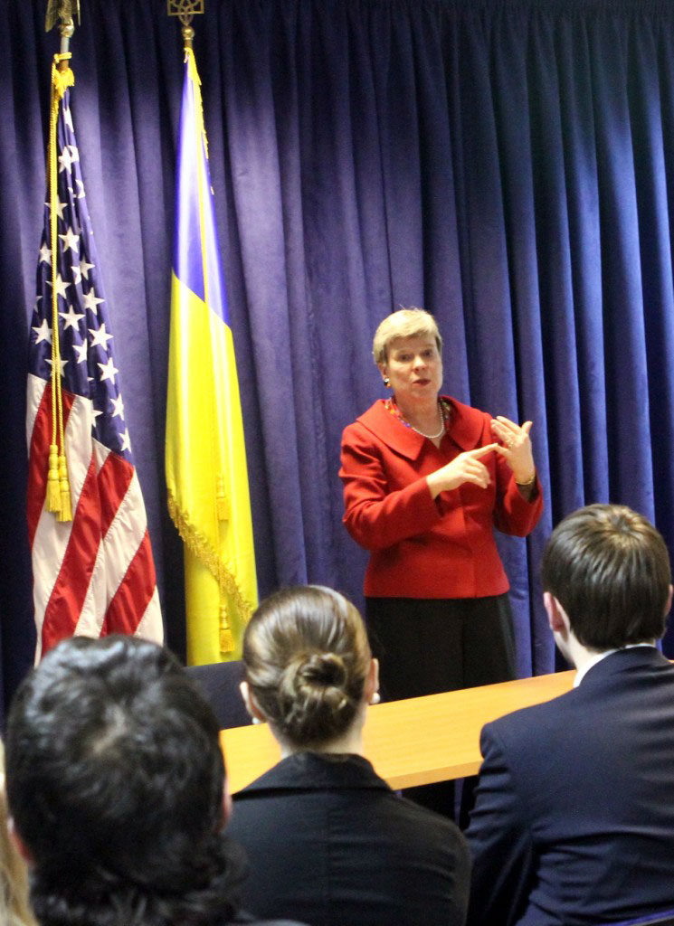 Assistant Secretary Gottemoeller Speaks to Students