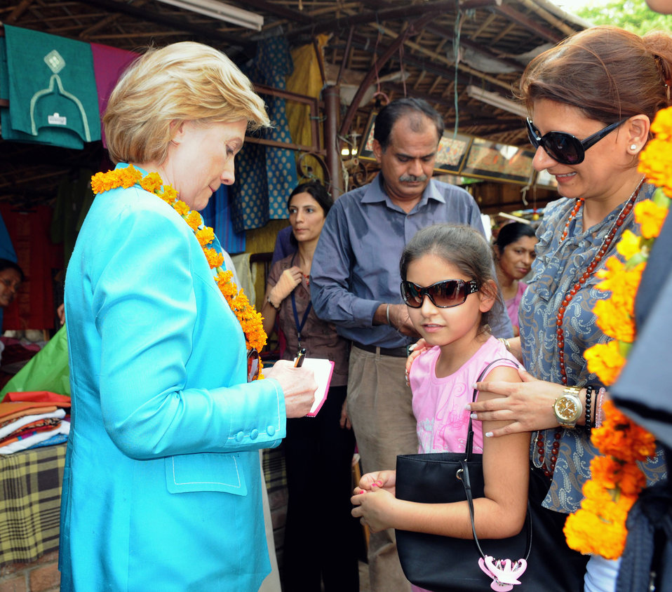 Secretary Clinton Visits Local Shops in New Delhi