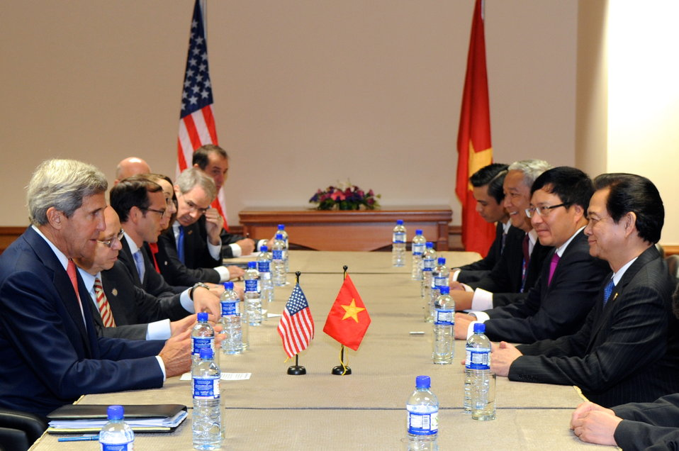Secretary Kerry, Vietnamese Prime Minister Dung Hold Bilateral Discussion