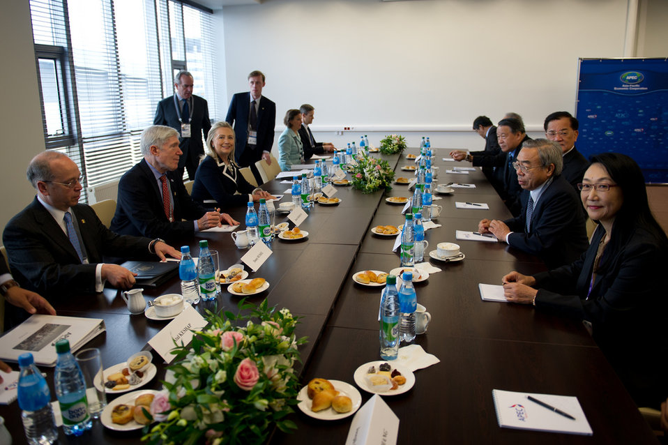 Secretary Clinton Meets With Former Vice President of Chinese Taipei