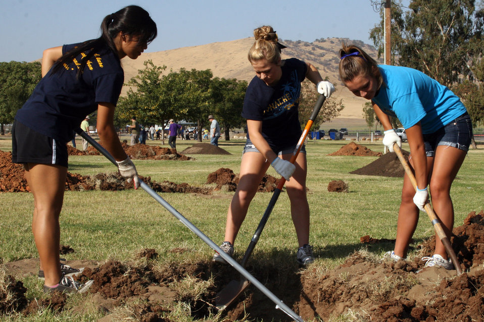Diggin' it! (National Public Lands Day 2012)