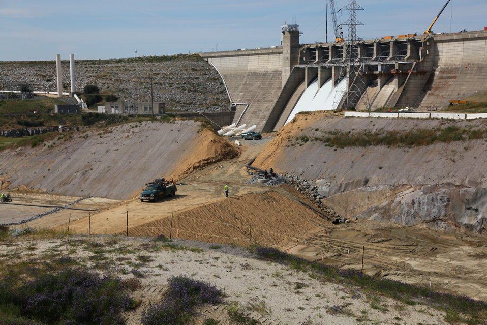 Work continues on spillway control structure at Folsom Dam