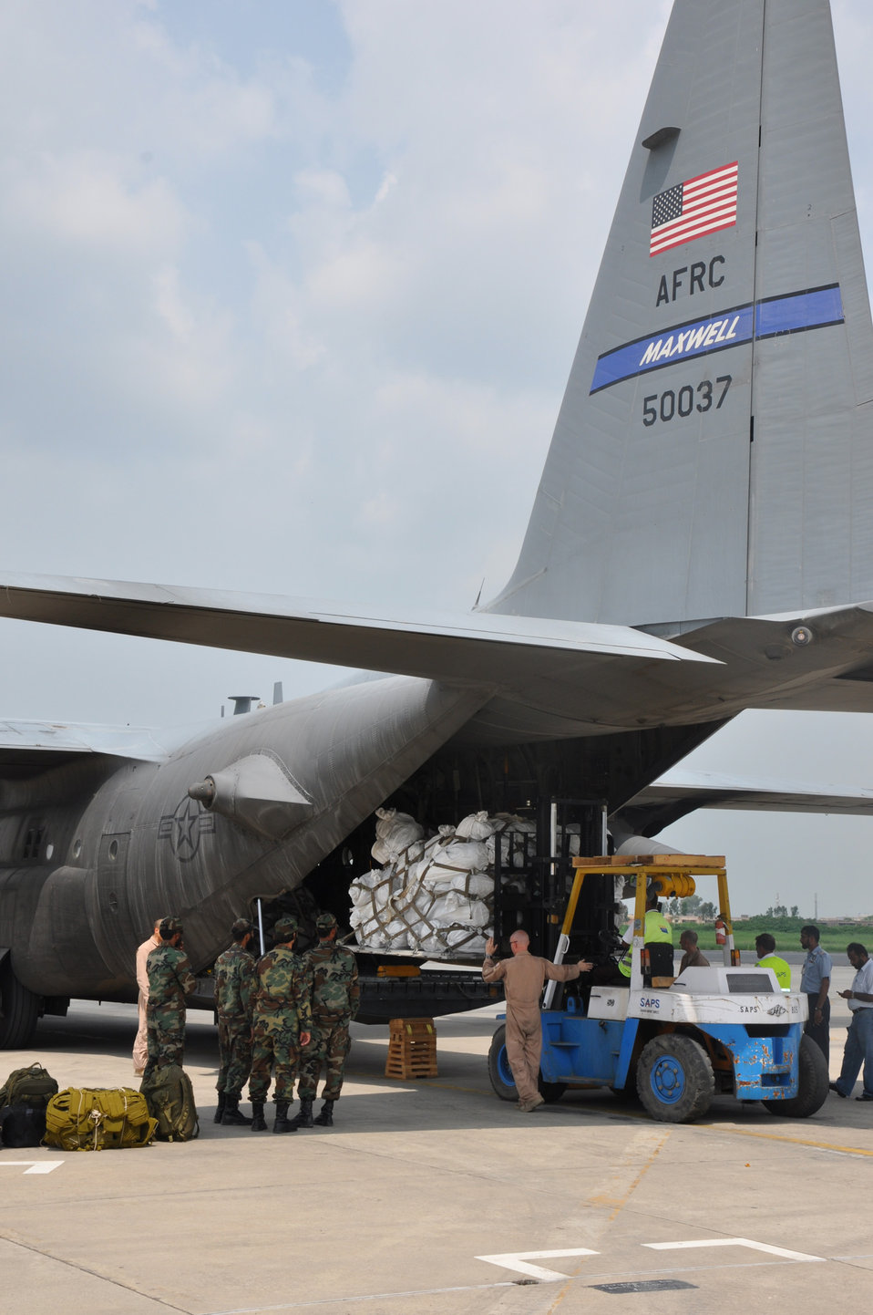 U.S. Cargo Plane Delivers Aid in Pakistan