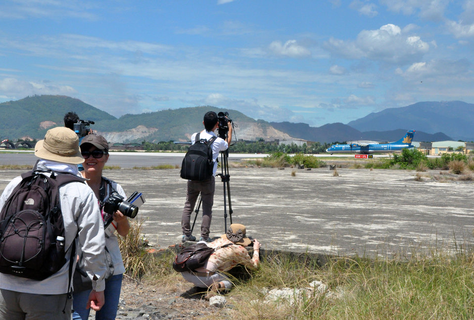 Photographers and visitors tour the airport site at the Environmental Remediation of Dioxin Contamination at Danang Airport Project Launch