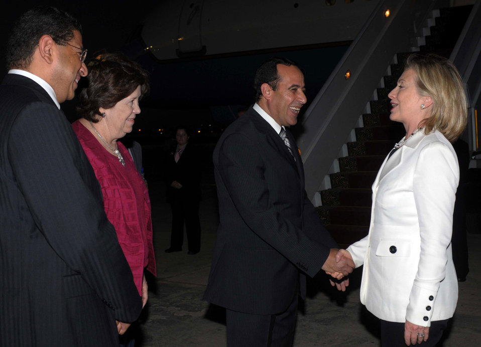 Secretary Clinton Bids Farewell to Governor Metwali, Ambassador Scobey, and an Egyptian Foreign Ministry Official