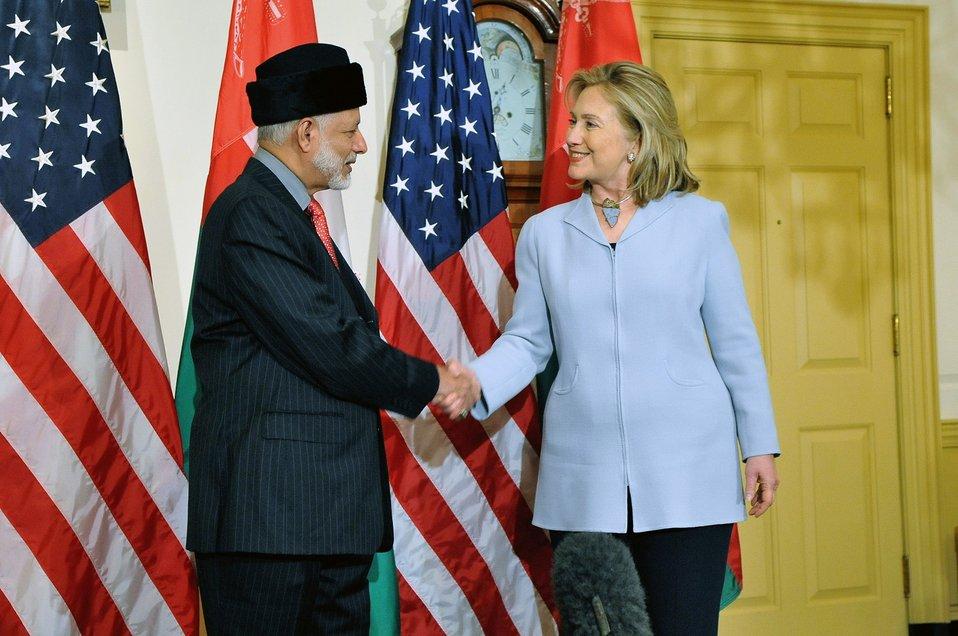 Secretary Clinton Hosts a Working Lunch for Yusuf bin Alawi bin Abudllah