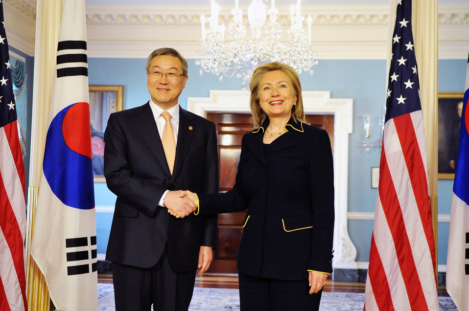 Secretary Clinton Shakes Hands With Republic of Korea Foreign Affairs and Trade Minister Kim Sung-Hwan