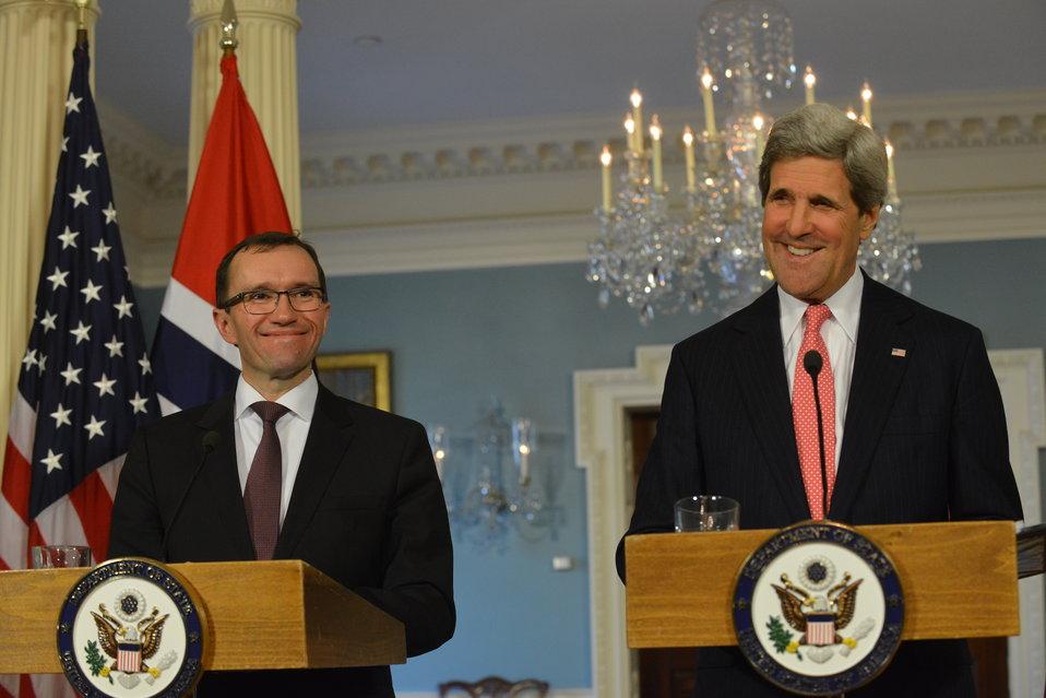 Secretary Kerry and Norwegian Foreign Minister Espen Barth Eide Address Reporters