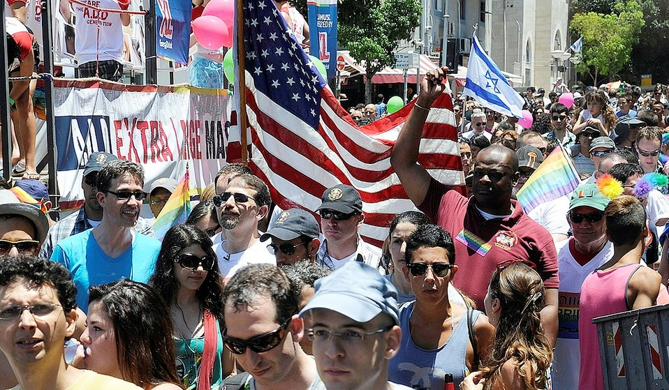 Ambassador Shapiro Participates in the Gay Pride Parade