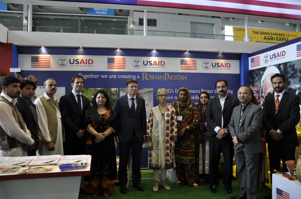 Ambassador of The Netherlands, Mr. Marcel de Vink with the team of USAID's Entrepreneurs Project at  Dawn Sarsabz  Pakistan Agri Expo.