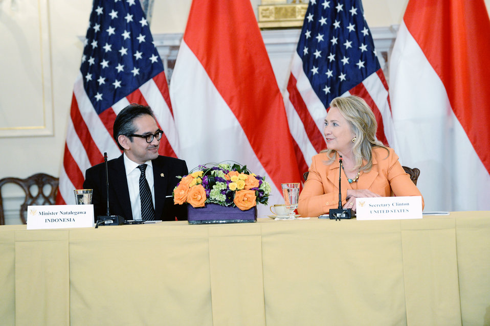 Secretary Clinton Hosts the Third Annual U.S.-Indonesian Joint Commission Meeting
