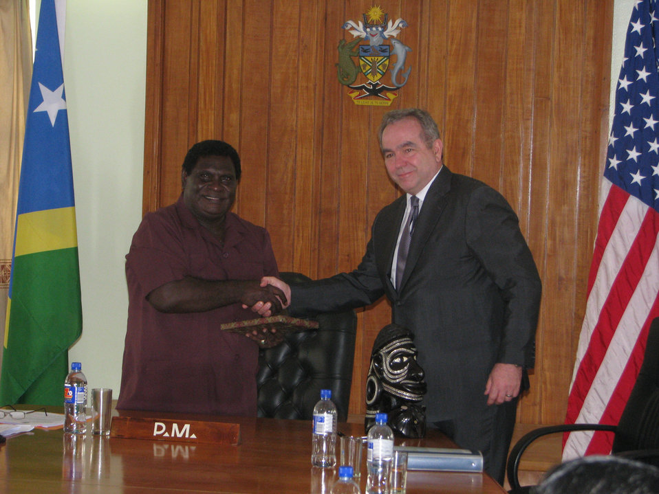 Assistant Secretary Campbell Presents a Memento to Solomon Islands Prime Minister Philip