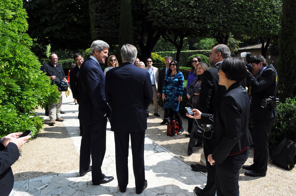 Secretary Kerry and Ambassador Thorne Speak with the Traveling Press Corps
