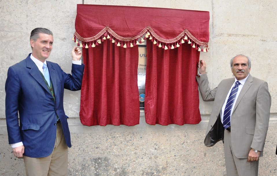 U.S. Ambassador Richard Olson and Wapda Chairman Raghib Shah unveiling the plaque