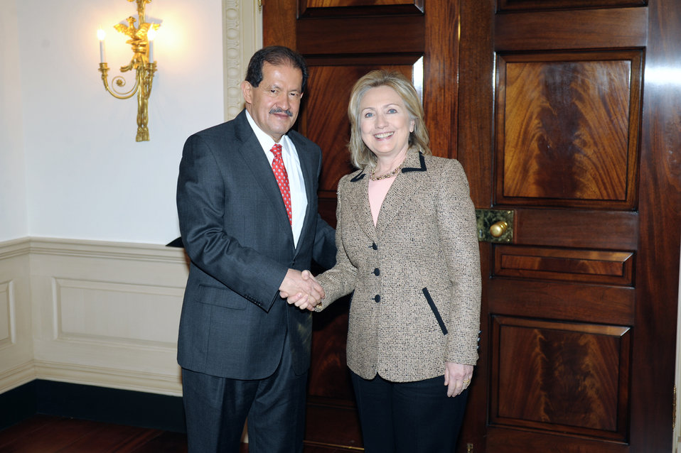 Secretary Clinton and Colombian Vice President Garzon Shake Hands