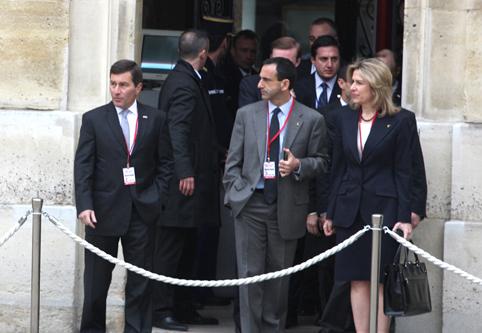 Ambassador Rivkin and Assistant Secretary Gordon Wait for Secretary Clinton To Arrive