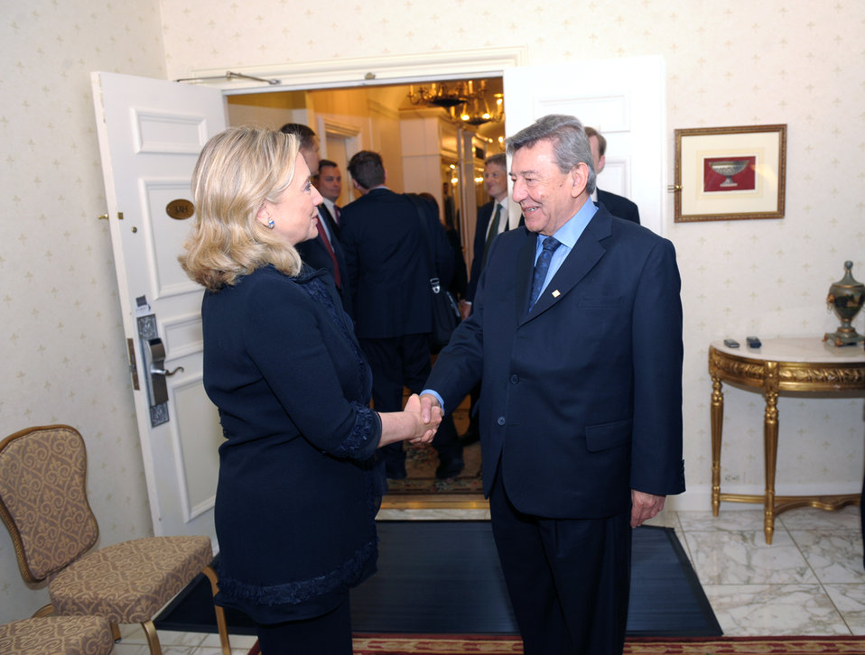 Secretary Clinton Meets With Peruvian Foreign Minister Roncagliolo