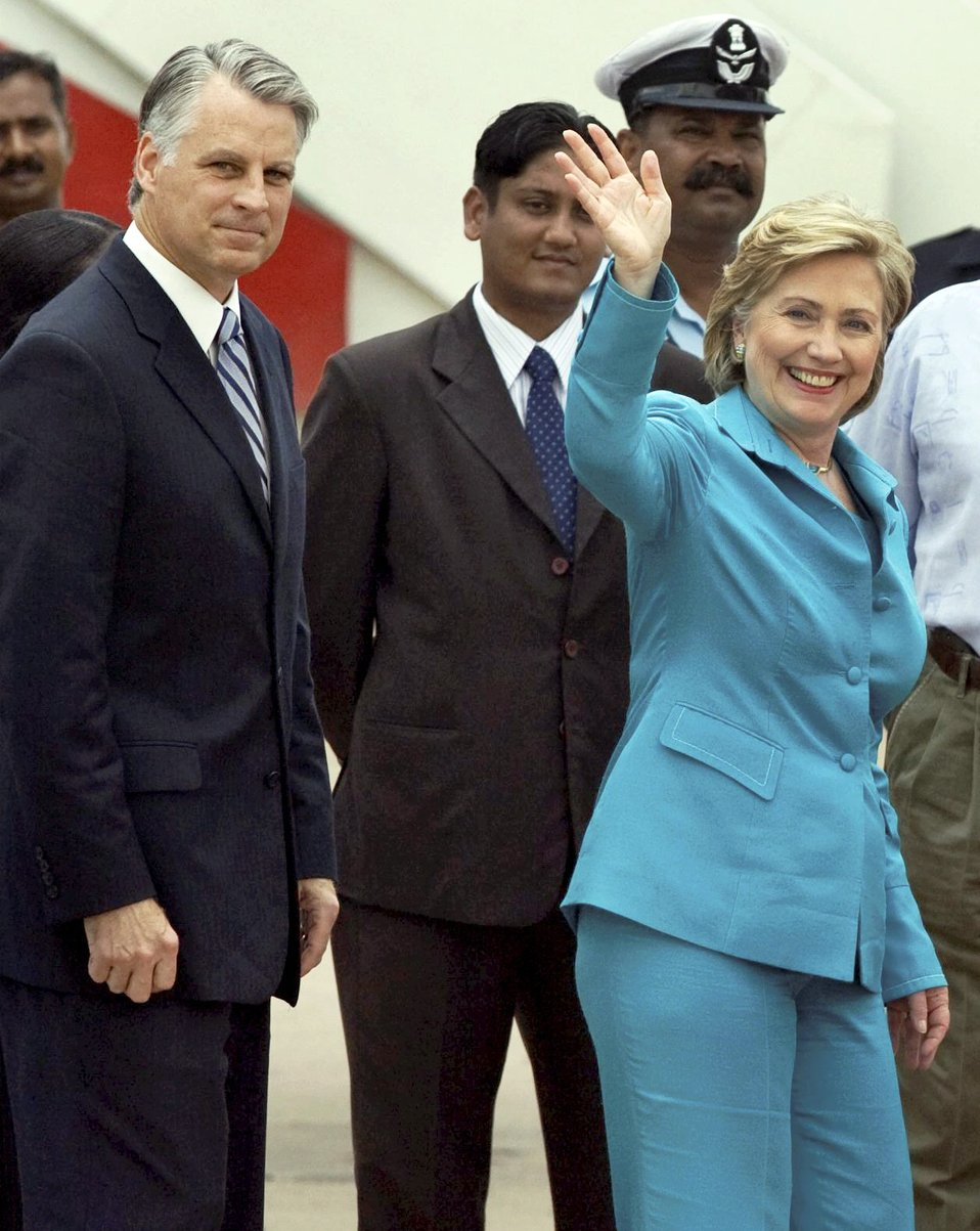 Secretary Clinton Arrives in New Delhi