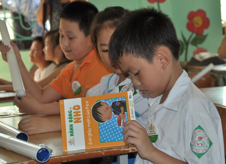 USAID supports deworming education and medication distribution in Bac Giang Province