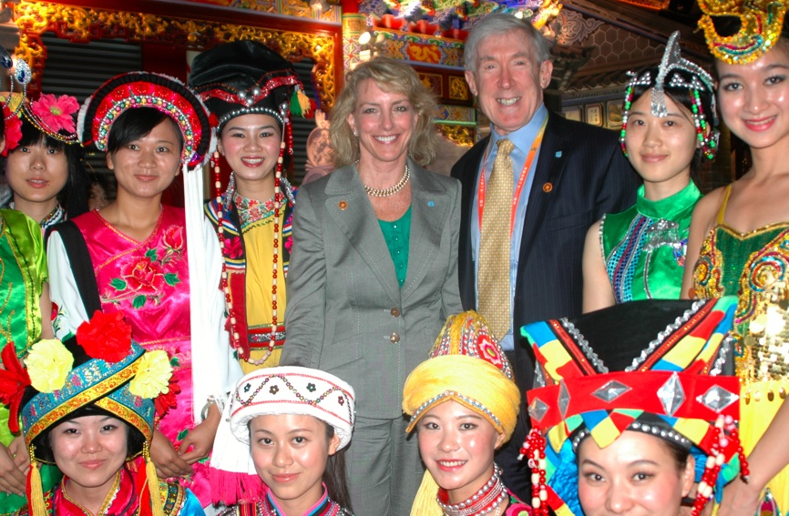 Under Secretary Hormats and Ambassador Bagley Meet With Chinese Women