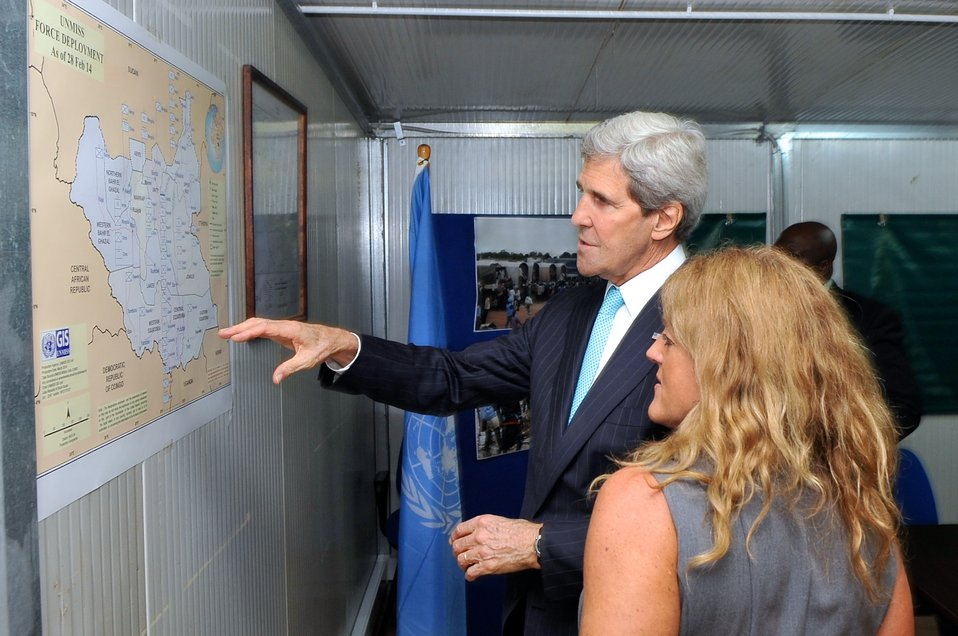 Secretary Kerry, UNMISS Special Representative Johnson Look at Force Deployment Map in South Sudan