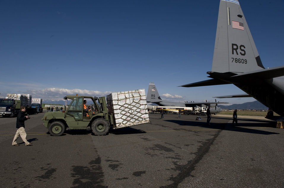 U.S. Airmen Load Blankets, Tarps, and Water Containers Onto Aircraft