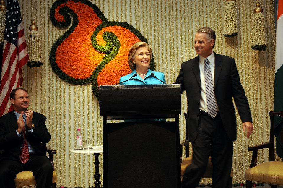 Secretary Clinton Addresses Mumbai Consulate Staff