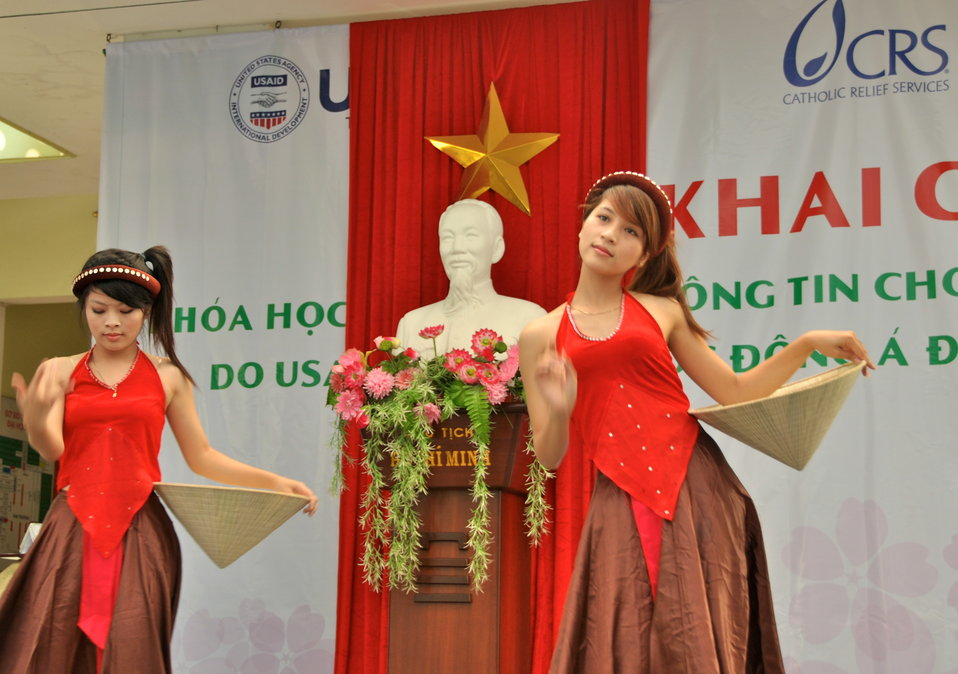 Dong A University joins with USAID and CRS to mark the International Day of Persons with Disabilities in Danang