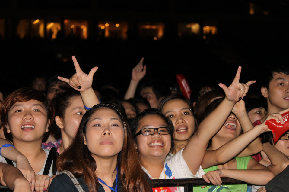 Young fans are so excited at the MTV Exit concert with strong messages against human trafficking