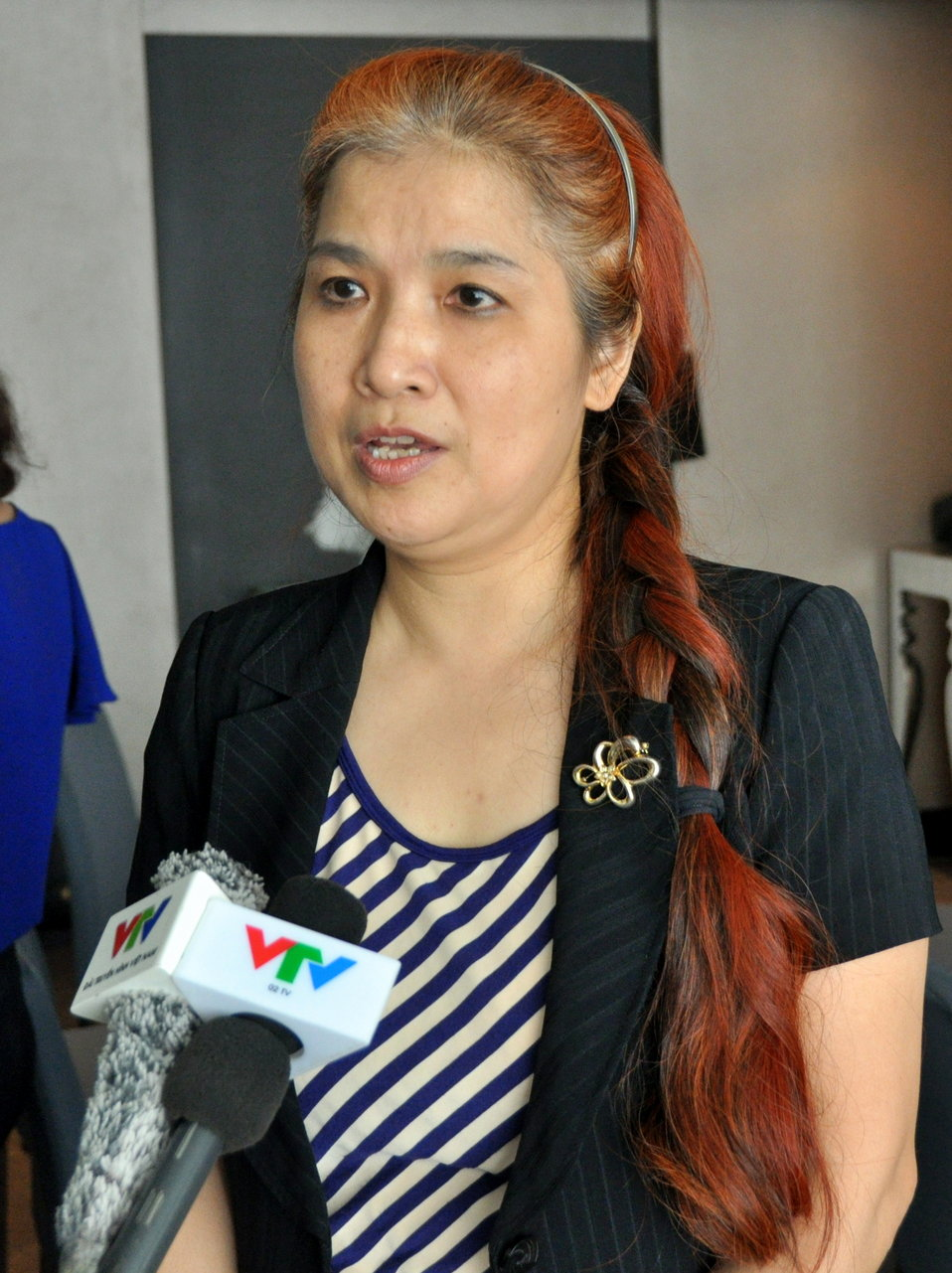 Mrs. Pham Hoai Giang of USAID HIV Workplace Project anwers intervew questions from VTV4 and O2TV.