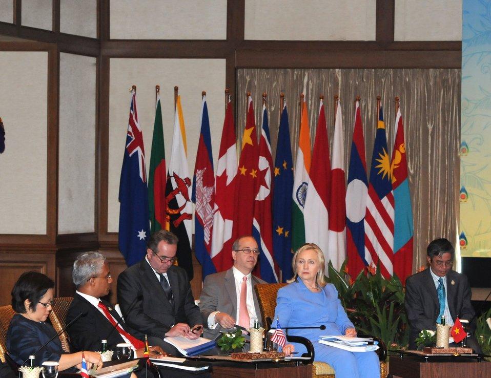 Thai Deputy Permanent Secretary Pinthong, Timor-Leste Foreign Minister Zacarias Albano da Costa, Assistant Secretary Campbell, NSC Director Russel, and Secretary Clinton Convene
