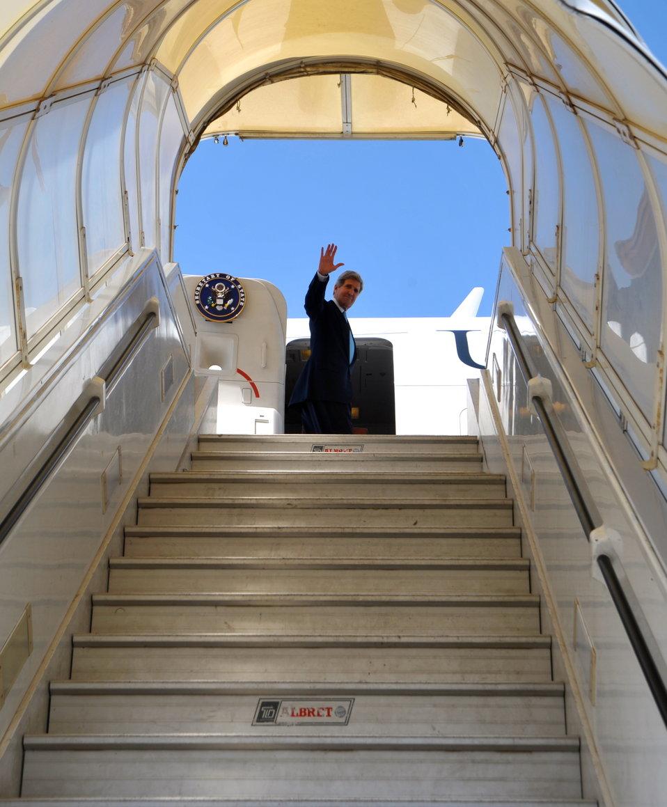 Secretary Kerry Bids Farewell to Israel