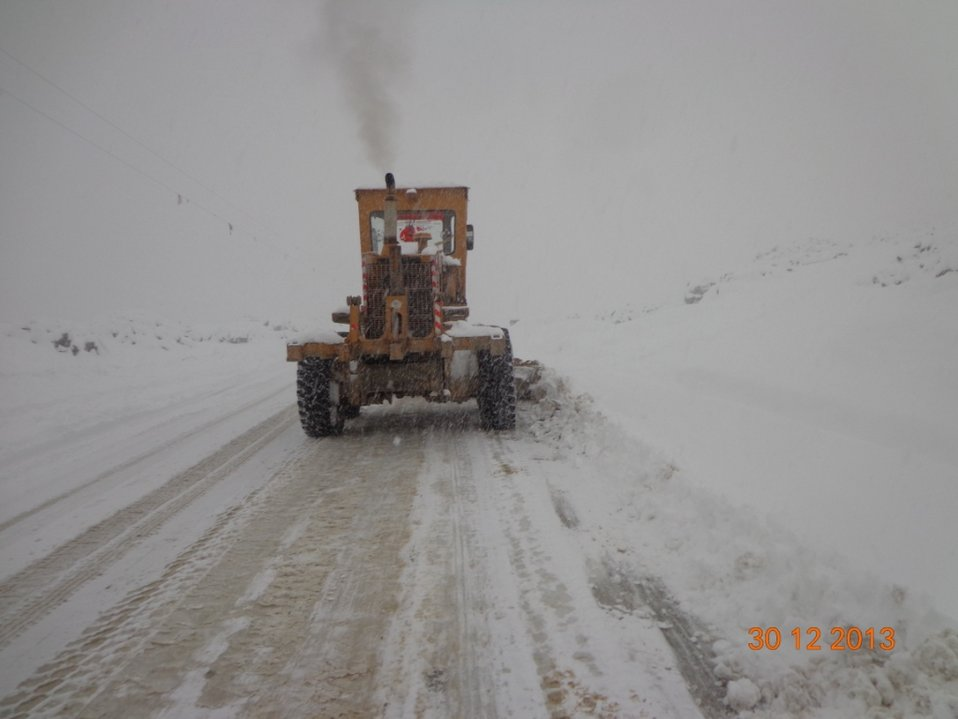 Snow removal work on the Gardez Khost road